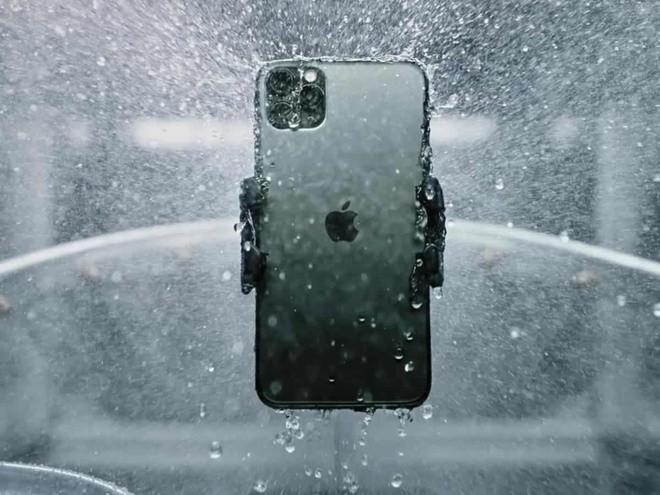 """Apple bị phạt 10 triệu Euro vì tính năng """"chống nước"""" của iPhone ảnh 1"""