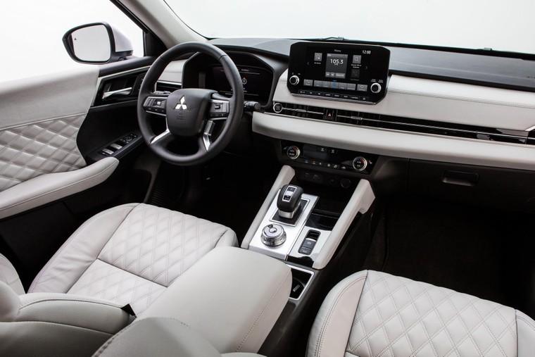 Mitsubishi Outlander 2022 có giá chính thức, bán ra từ tháng 4 ảnh 2