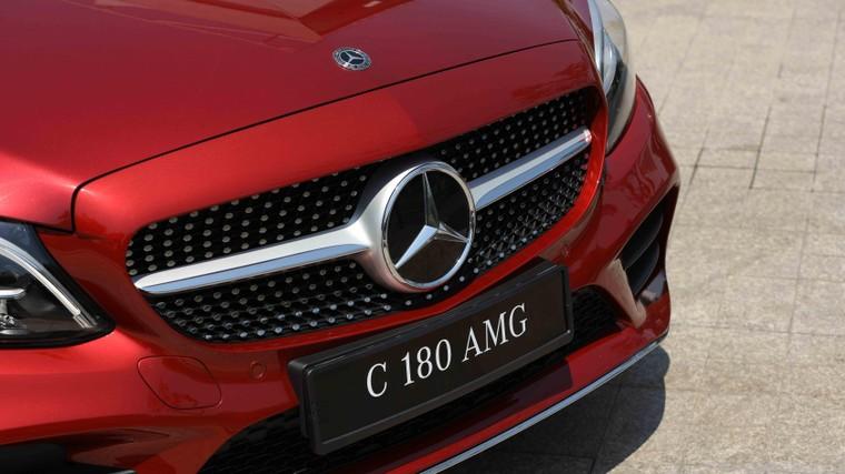 Mercedes-Benz Việt Nam giới thiệu phiên bản C 180 AMG, bản sao của C 300 AMG ảnh 1