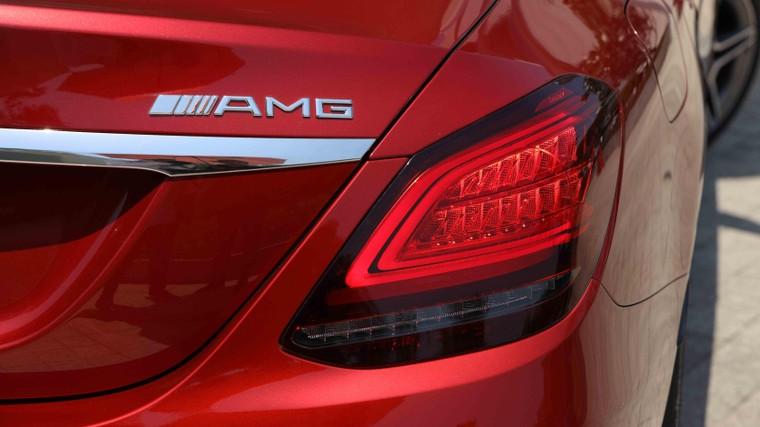Mercedes-Benz Việt Nam giới thiệu phiên bản C 180 AMG, bản sao của C 300 AMG ảnh 2