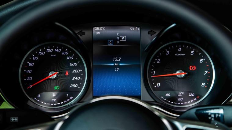 Mercedes-Benz Việt Nam giới thiệu phiên bản C 180 AMG, bản sao của C 300 AMG ảnh 5
