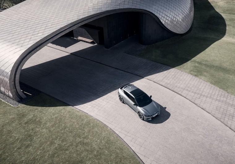 Kia EV6 ra mắt, mạnh hơn Porsche Taycan ảnh 4