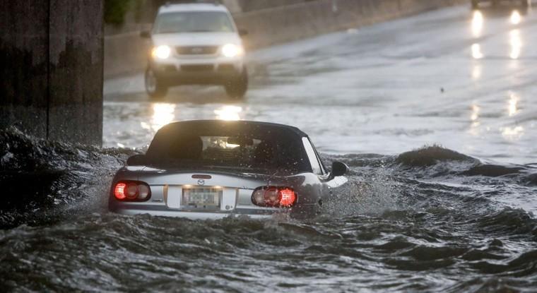 Những điều cần phải chú ý khi điều khiển ô tô trong mùa mưa ảnh 2