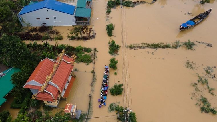 Hàng nghìn tỷ đồng cứu trợ đồng bào miền Trung vượt qua hoạn nạn ảnh 2