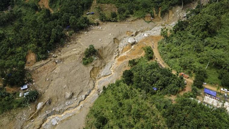 Chỉ còn 2 tỉnh miền Trung chưa bị sạt lở trong đợt mưa bão năm nay ảnh 3