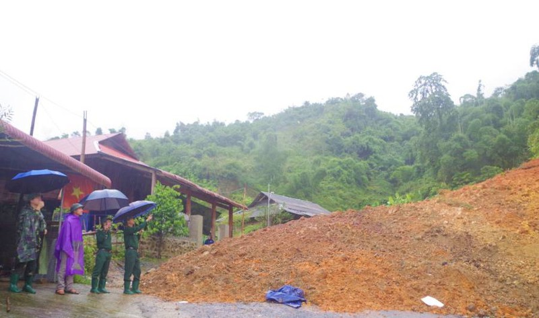 Chỉ còn 2 tỉnh miền Trung chưa bị sạt lở trong đợt mưa bão năm nay ảnh 1