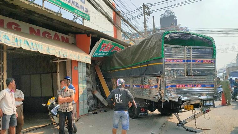 Đồng Nai: Xe chở gỗ gây tai nạn liên hoàn làm nhiều người bị thương ảnh 1