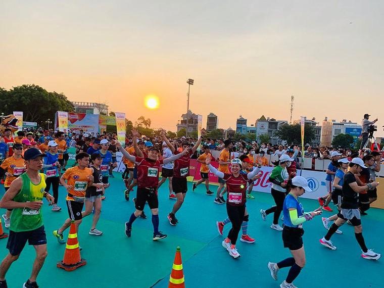 Agribank đồng hành cùng Giải Vô địch quốc gia Marathon và cự ly dài báo Tiền Phong năm 2021 ảnh 9