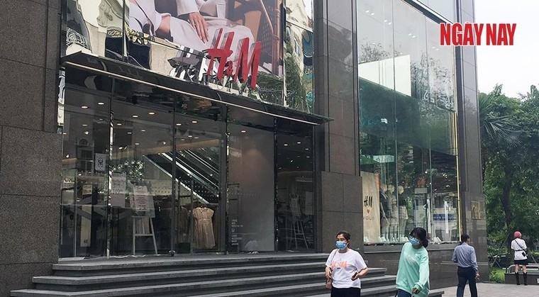 TP.HCM: Cửa hàng H&M đìu hiu trước làn sóng tẩy chay của người Việt ảnh 1