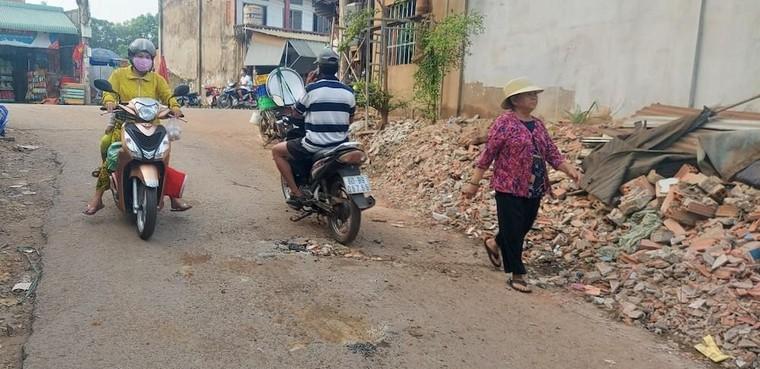 Vụ Khai thác đá mồ côi ở Đồng Nai: Xe ben làm rơi tảng đá nặng cả tấn xuống đường ảnh 2