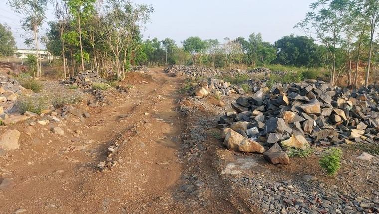 Vụ Khai thác đá mồ côi ở Đồng Nai: Xe ben làm rơi tảng đá nặng cả tấn xuống đường ảnh 3
