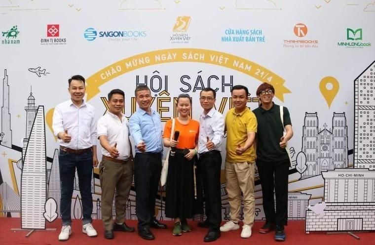 Hơn 100 ngàn cuốn sách được mua trong ngày khai mạc Hội sách xuyên Việt ảnh 1