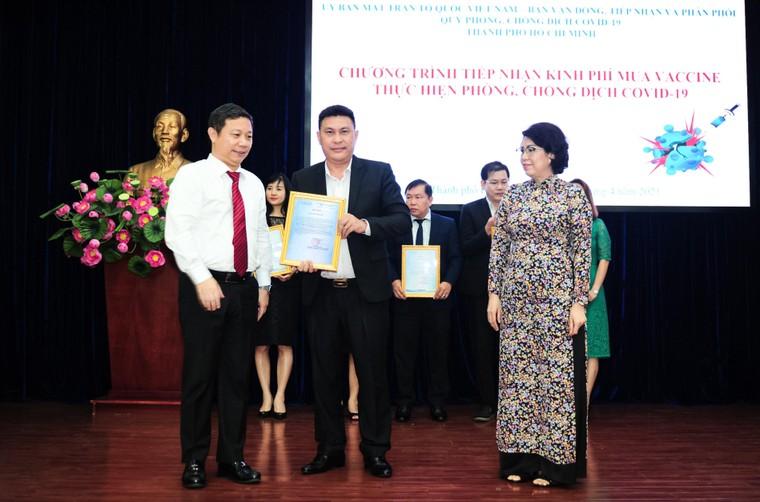 Tập đoàn Hưng Thịnh trao tặng 50 tỷ đồng kinh phí mua vắc-xin phòng ngừa Covid-19 ảnh 1