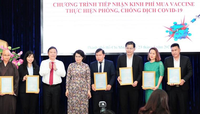 Tập đoàn Hưng Thịnh trao tặng 50 tỷ đồng kinh phí mua vắc-xin phòng ngừa Covid-19 ảnh 2