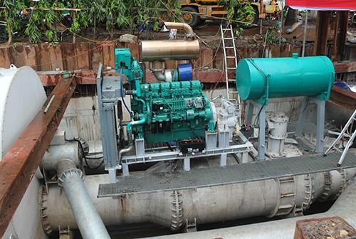 Máy bơm khủng hút cạn nước ở 'rốn' ngập của TP HCM sau 15 phút ảnh 1