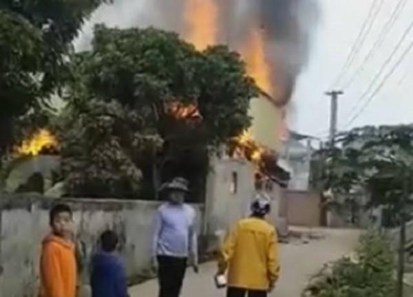Chồng thiệt mạng khi đổ xăng đốt nhà, vợ và người làm thuê bị bỏng nặng ảnh 1