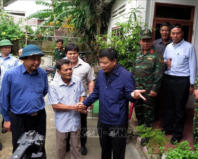 Bộ trưởng Nguyễn Xuân Cường kiểm tra công tác phòng chống bão số 6 tại Quảng Ngãi ảnh 1