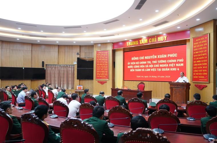 Thủ tướng Nguyễn Xuân Phúc: Đoàn công tác Quân khu 4 dũng cảm hy sinh để cứu dân ảnh 3