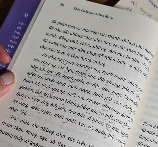 """Nạn """"dịch loạn"""" trong xuất bản sách và sự phân biệt đối xử hướng đến bộ phận fan Kpop ảnh 1"""