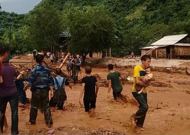 Thanh Hóa: Hàng trăm ngôi nhà bị cuốn trôi, người dân chạy lũ đến bơ phờ ảnh 3