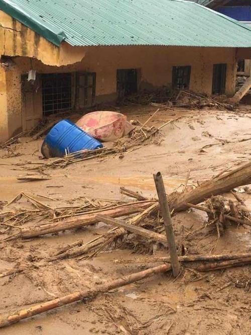 Thanh Hóa: Hàng trăm ngôi nhà bị cuốn trôi, người dân chạy lũ đến bơ phờ ảnh 1