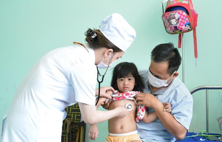 56 tỉnh thành có ca mắc sởi, Bộ trưởng Y tế yêu cầu quyết liệt chống dịch ảnh 1