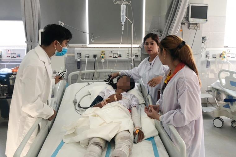 Cứu 3 cha con bị bỏng nặng do nổ bình gas ảnh 1