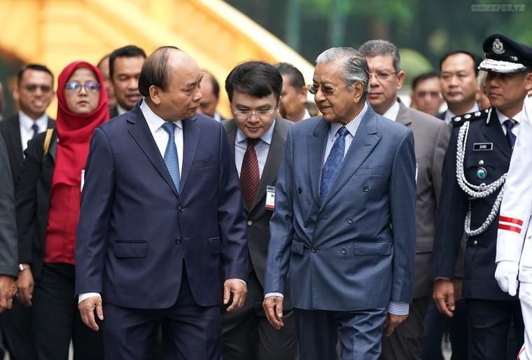 Thủ tướng Nguyễn Xuân Phúc đón, hội đàm với Thủ tướng Malaysia ảnh 3
