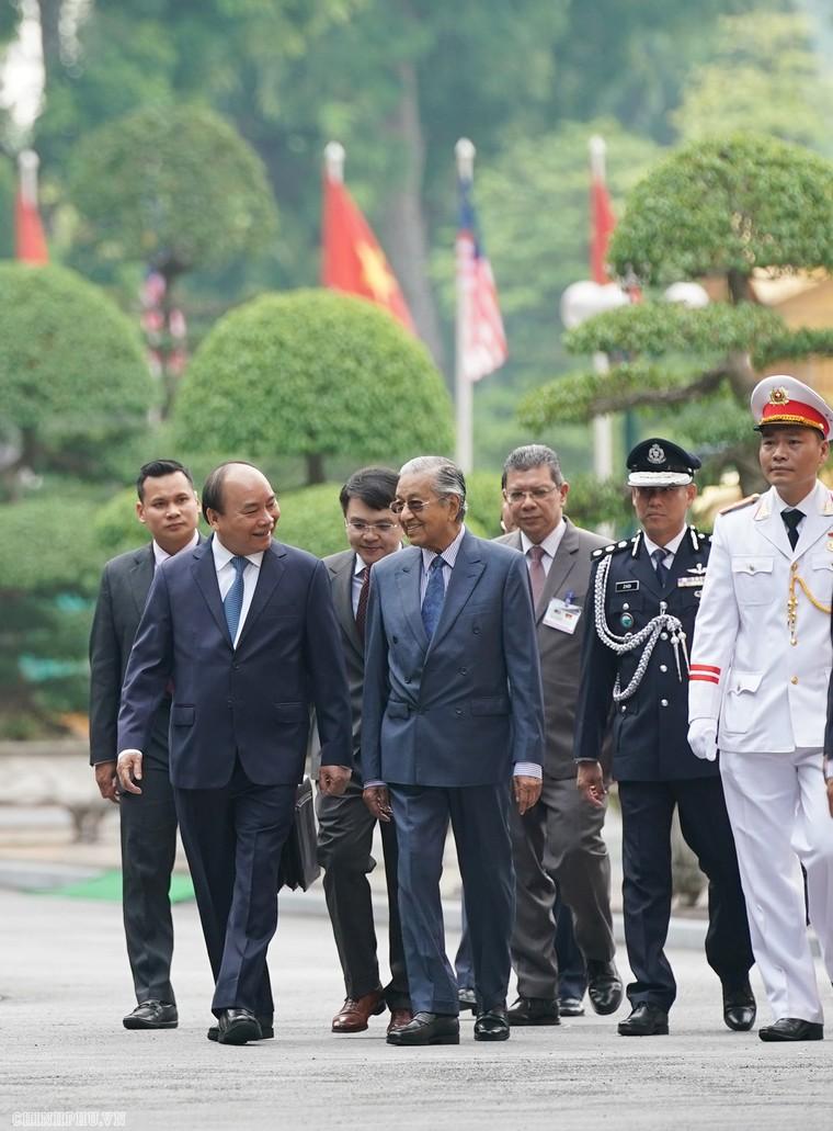Thủ tướng Nguyễn Xuân Phúc đón, hội đàm với Thủ tướng Malaysia ảnh 4