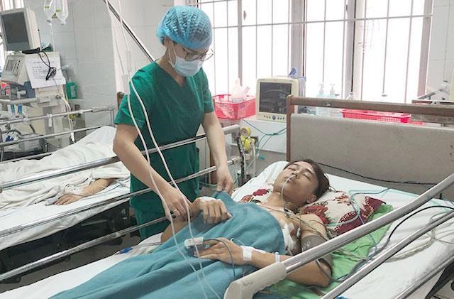 Cứu sống thanh niên bị bạn dùng cây sắt đâm xuyên phổi ảnh 1