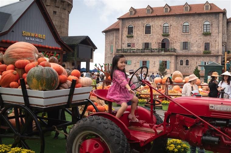 Happy Halloween, du khách Miền Trung Tây Nguyên tiếp tục hưởng mức giá ưu đãi khi tới Bà Nà Hills ảnh 6