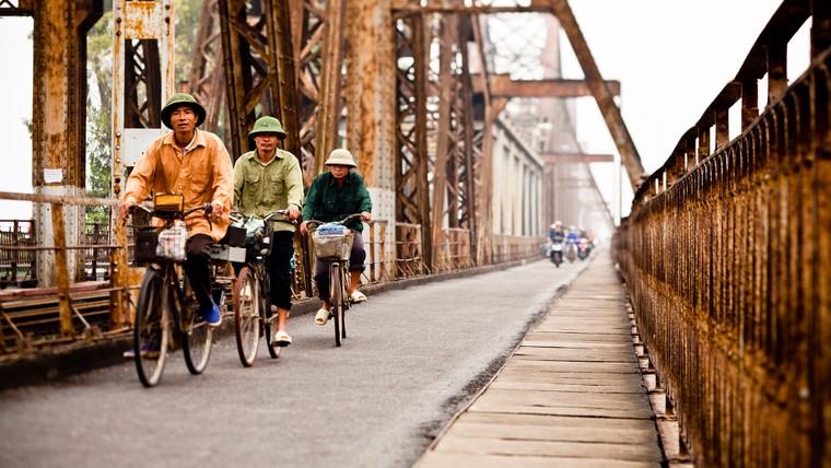 Cây cầu thép đầu tiên của Việt Nam có tên gì?