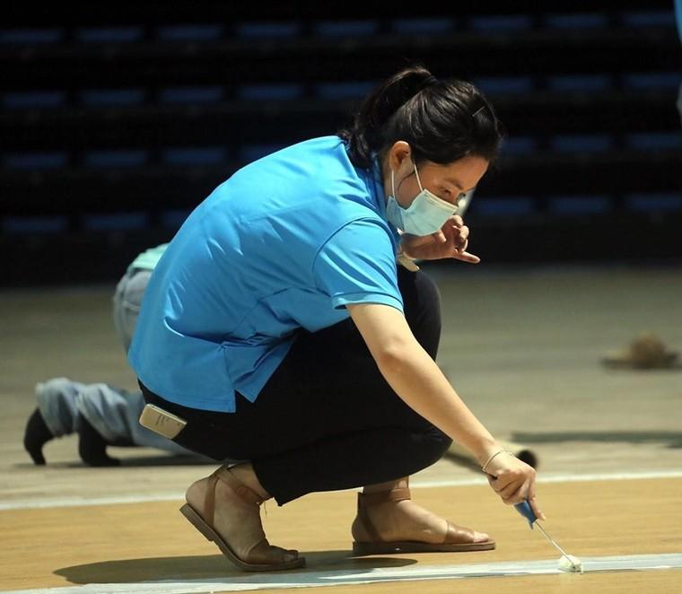Đà Nẵng gấp rút lắp đặt bệnh viện dã chiến Cung thể thao Tiên Sơn ảnh 11