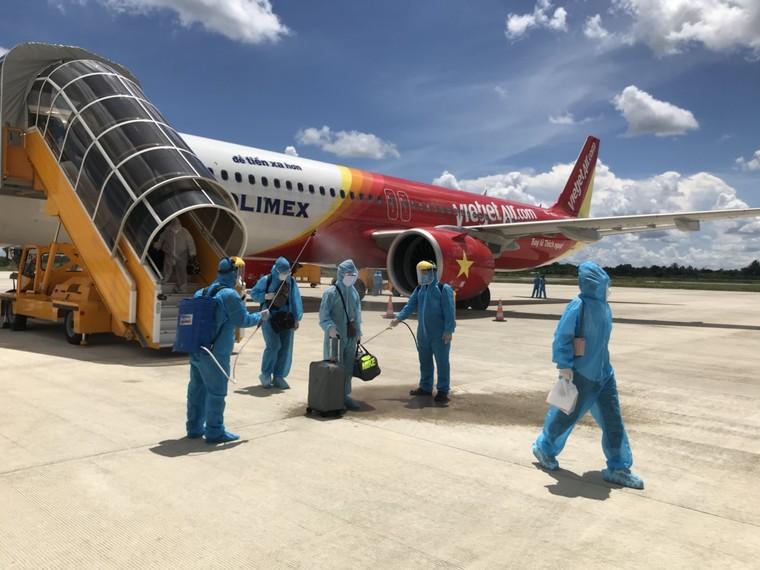 Tiếp tục sứ mệnh, Vietjet thực hiện trung bình 1 chuyến bay cứu trợ mỗi ngày ảnh 1