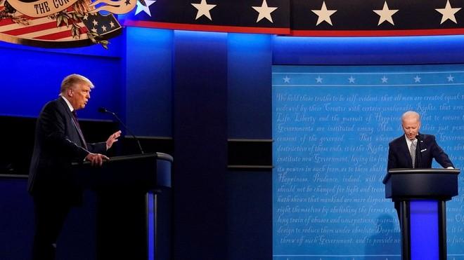 Tổng thống Trump bị đối thủ Biden dẫn trước 17 điểm ảnh 1