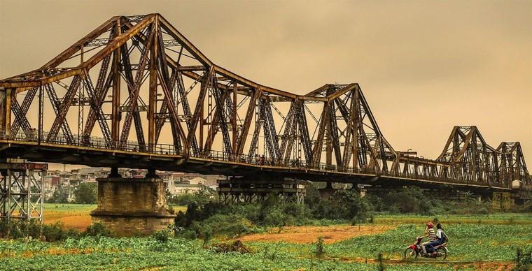 Cầu Long Biên dài bao nhiêu m?