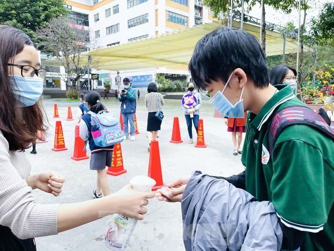 Hơn 2 triệu học sinh Hà Nội trở lại trường ảnh 3