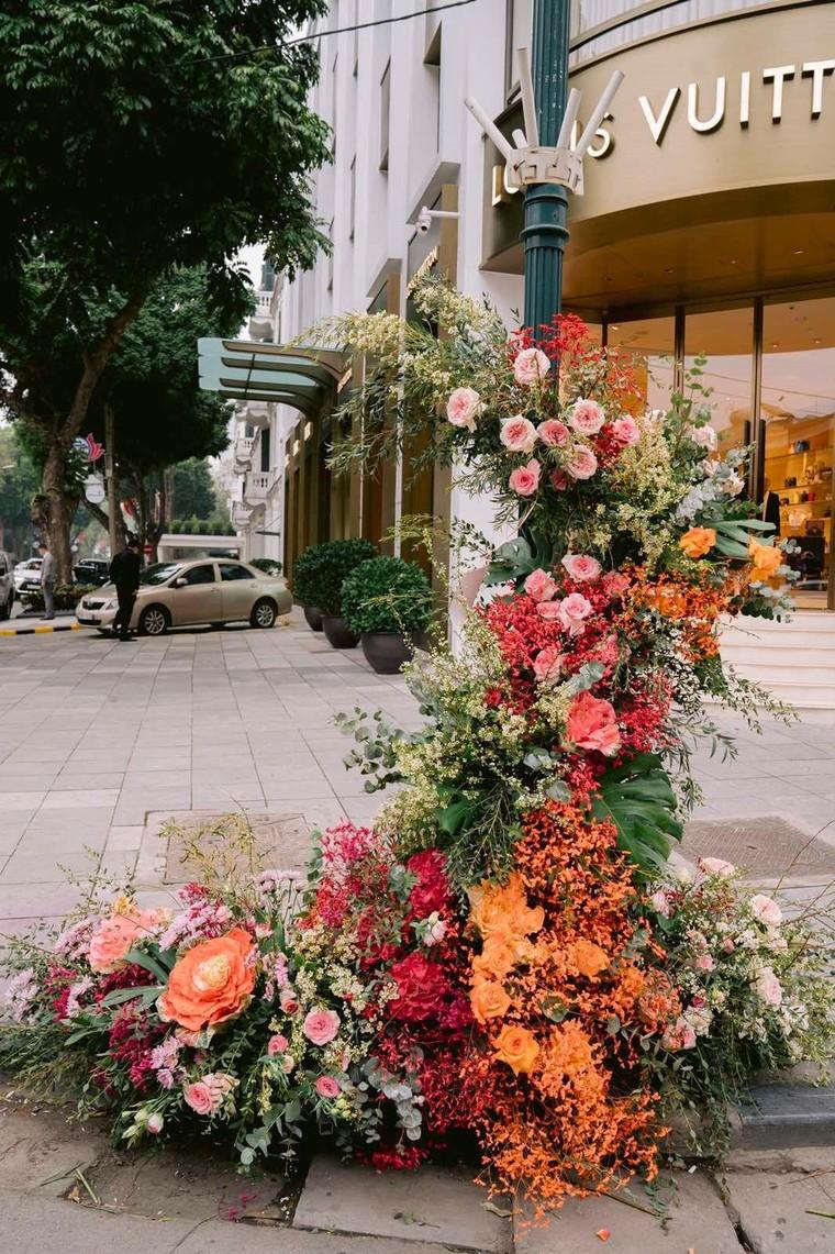 Hơn 100 Cột đèn 'nở hoa' giữa trung tâm Hà Nội ảnh 6