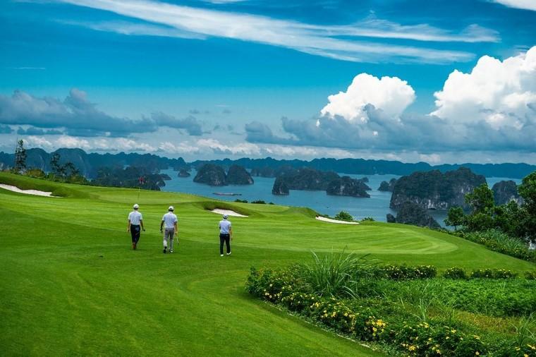 Chơi golf bên vịnh biển đẹp nhất Châu Á: hội nghiện golf không thể bỏ qua ảnh 1