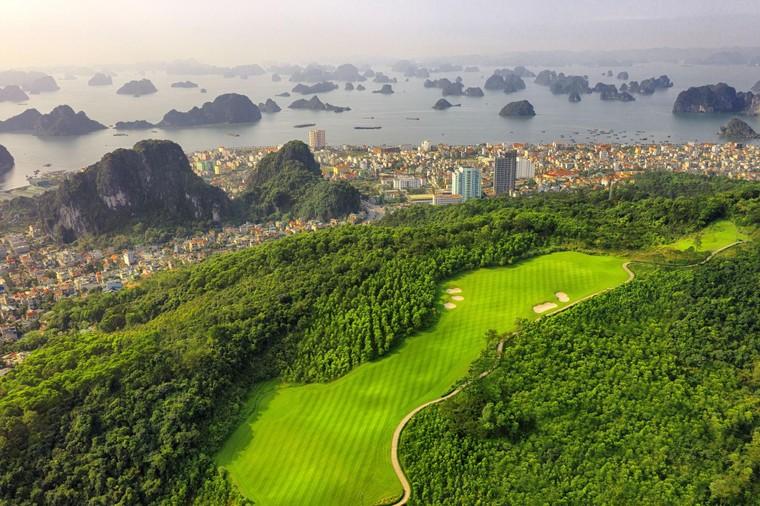 Chơi golf bên vịnh biển đẹp nhất Châu Á: hội nghiện golf không thể bỏ qua ảnh 3