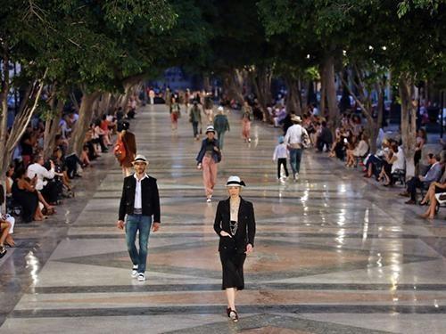 Thị trấn Địa Trung Hải Phú Quốc – Bùng nổ bản giao hòa của thời trang và kiến trúc ảnh 1