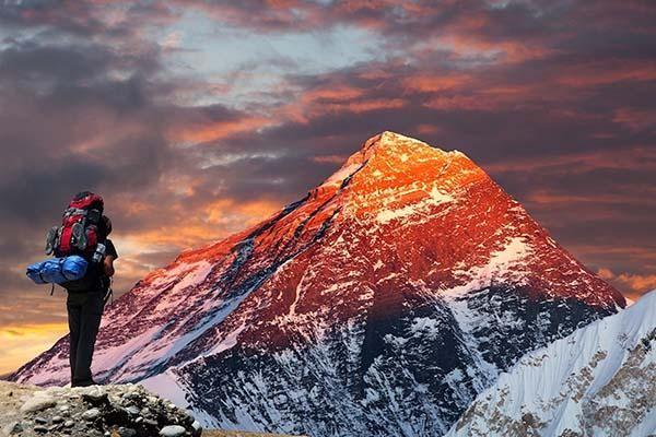 Trong tiếng Nepal, đỉnh núi này được gọi là gì?
