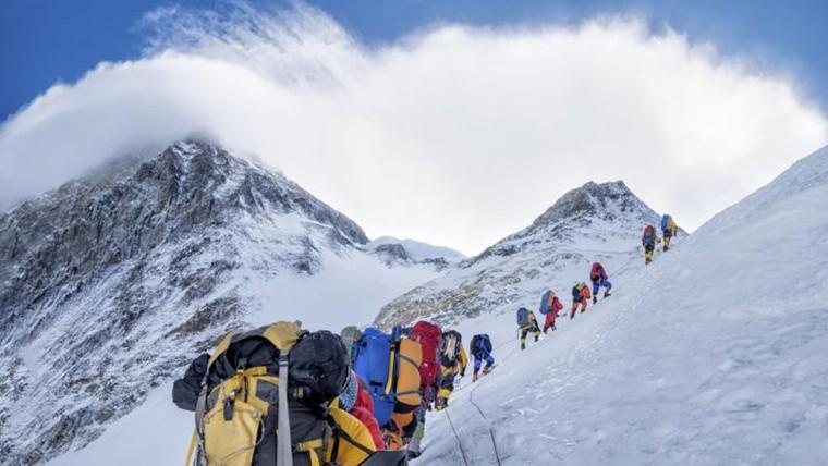 Những người đầu tiên leo Everest thành công là ai?