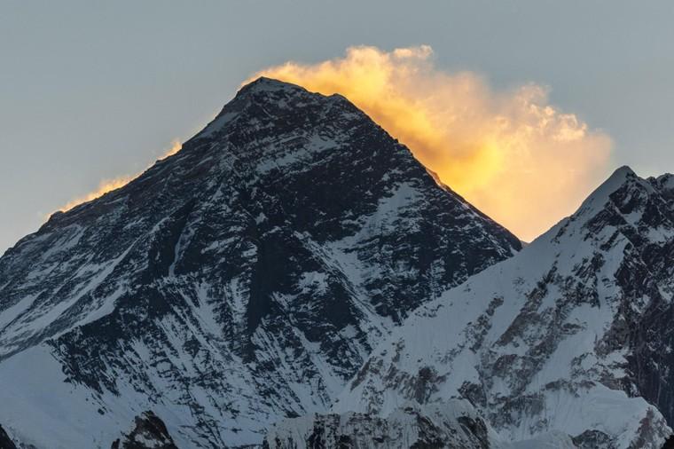 Họ lên đến đỉnh Everest vào năm nào?