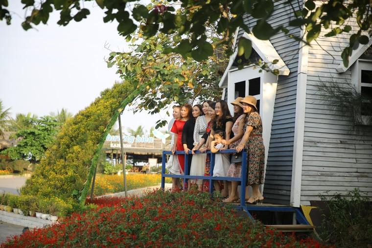 Du khách háo hức check in trước thềm Lễ hội hoa Sầm Sơn ảnh 10