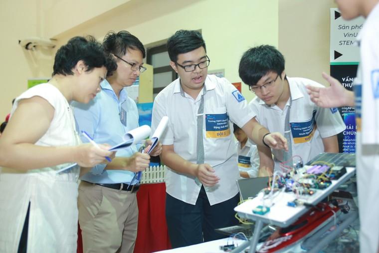 STEAM for Vietnam và VinUni tổ chức khóa học về Robotics cho học sinh THPT ảnh 1