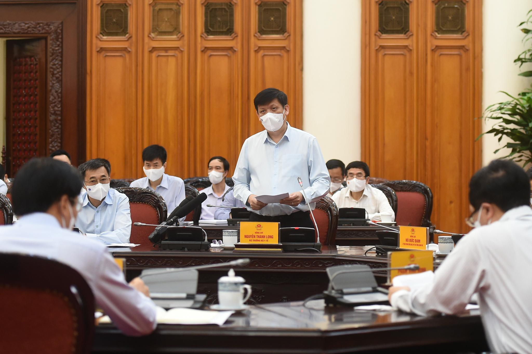 Thủ tướng Phạm Minh Chính chủ trì họp khẩn về phòng chống COVID-19 ảnh 1