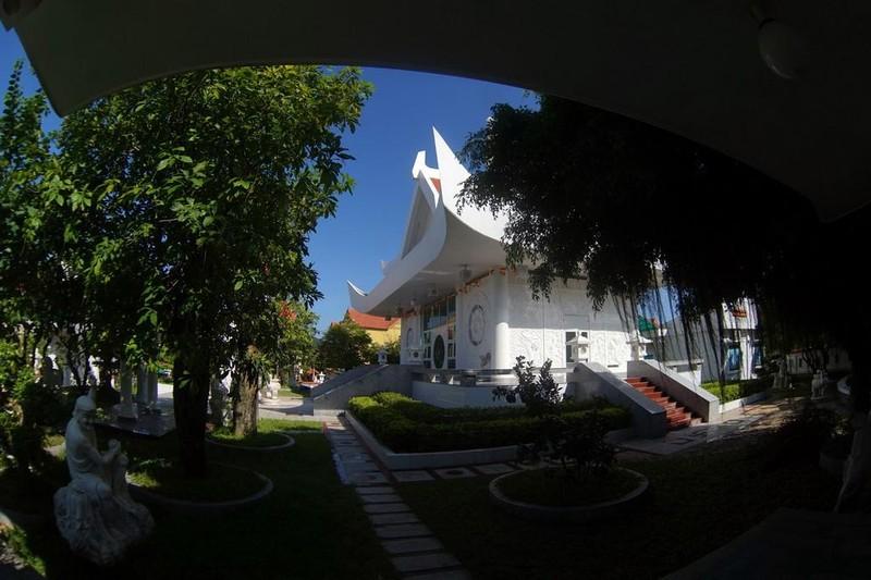 Tất cả các công trình đều có màu trắng, tượng trưng cho sự thanh khiết của đạo Phật.