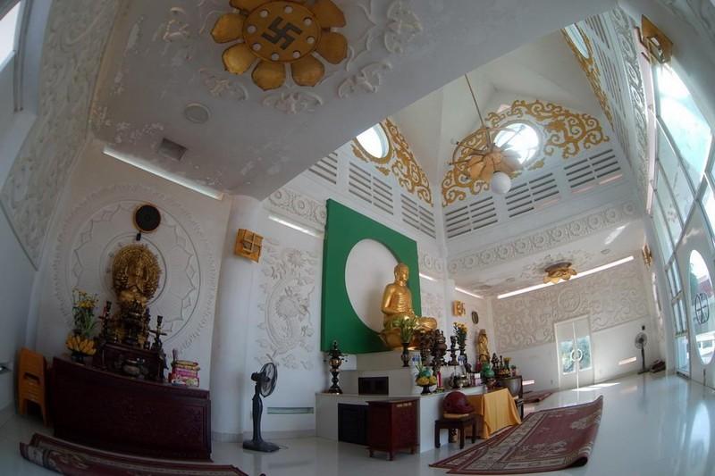 Ngôi chùa màu trắng đặc biệt ở Quảng Bình ảnh 15