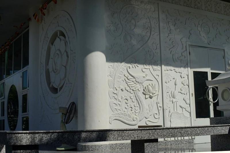 Ngôi chùa màu trắng đặc biệt ở Quảng Bình ảnh 17